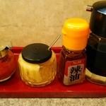 ラーメン四天王 - 調味料にんにくと辣油
