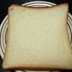 48264664 - 食パン(半斤162円)