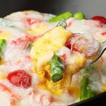 とろふわ素王卵 とアスパラ・トマトの本ズワイ蟹餡かけ