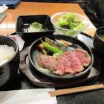 俵屋 - 料理写真:先ずは友人達が頼んだ和風ステーキ御膳1280円。