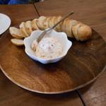 キアンキャバブ - サーモンディップとパン