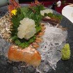 かずちゃん - うちわ海老のお刺身(880円)・・海老の中ではお味は淡泊ですね。さっきまで生け簀にいたのでまだ動いていました・・