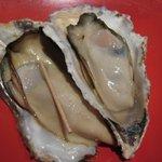 かずちゃん - 焼牡蠣(680円)・・大ぶりの牡蠣で美味しいですよ。