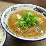 にぼし家 - ラーメン  濃い目のスープに麺が特徴あると思います