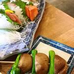 磯丸水産 - 刺身盛り合わせ、焼き椎茸