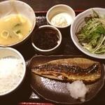 笹塚のひもの屋 - 鯖みりん定食☺︎