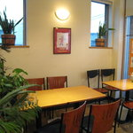 万寿庵 - テーブル席も人気です