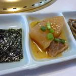 友琉館 - キンピラ・大根と牛の煮付け・韓国海苔