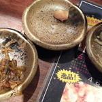 麺屋 侍 - 無料の侍流九州激辛高菜と侍流にんにく醤油漬け、自家製辛子もやし