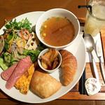 AOI cafe - 【サラダスープランチ】ベーコンとコーンのコンソメスープランチプレート