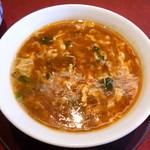 48287165 - 黒酢の酸辣スープ麺(1050円)スープのトロミが強めなので、最後まで熱々でした