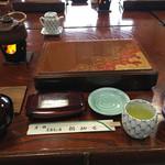 鯛納屋 - 朝食 夕食でいただいた伊勢エビの出汁の味噌汁(土瓶)