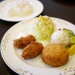キッチンたかしま - かきフライ&カニクリームコロッケ定食 ¥980
