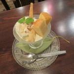 BOWLS cafe - プチパフェ・バニラ1