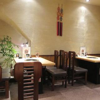 落ち着いた上質の空間でゆっくりお食事をお楽しみいただけます。