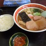 東京食堂 - 正油ラーメン500円と半ライス100円(税込み)