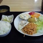 構内食堂 - 朝食(目玉焼き)