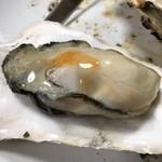 カキ小屋フィーバー - プクプクの広島産牡蠣