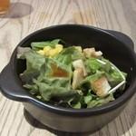 バス ストップ カフェ - サラダは野菜中心にコーンを添えて和風のドレッシングをトッピングしてみました。