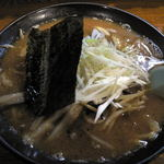 キラク - 料理写真:もつ味噌ラーメン(600円)
