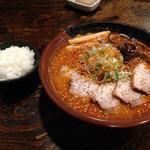 吉山商店 - 2016年3月1日       焙煎辛みそ、チャーシュー、大盛り       サービスのライス