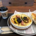 MIYABI cafe & boulangerie - まるごとソーセージのミートグラタン