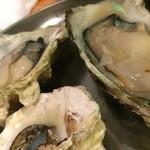 牡蠣とシャンパン 牡蠣ベロ - 蒸し牡蠣と焼き牡蠣