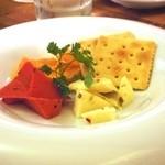 肉バル×チーズバル カーネヴォー - チーズ盛り合わせ