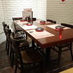 板長バル - ☆1階のテーブル席もゆったりした雰囲気☆