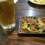 勝政 - 料理写真:ホルモンセット=850円 生ビール+豚ホルモン煮込み