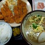 東雲 - とんかつ定食:850円