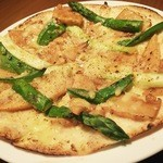 路地裏のShiki - 旬のお野菜をピザで!挽きたての山椒の香り。凄く良い香りです。