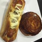 リトルマーメイド - 左はデンマークソーセージドッグ。右はクイニーアマン