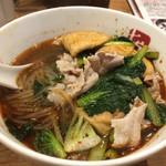 七宝 麻辣湯 - 辛さ3、フー玉、豚バラ肉、青い葉っぱ