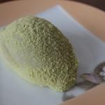 吉田屋製菓店 - 料理写真:うぐいす餅(140円)