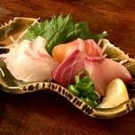 魚と酒と串 ちろり - お造り3種盛り