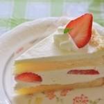 アップルパイ - 料理写真:いちごと生クリーム310円