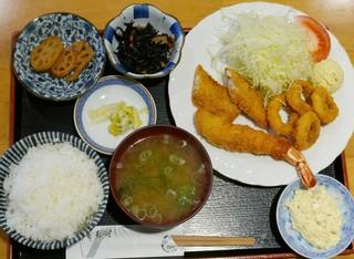 あらかき - ミックスフライ定食(880円)