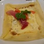 カフェ ピエロ・ド・ピエロ - 生ハムとモッツァレラチーズのガレット