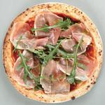 イタリア産プロシュートとルコラのピッツァ