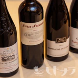 コスパが良く、産地様々に約80種のフランスワイン