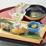 八かく庵 - 前菜盛り合わせ と 吸い物椀