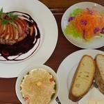 ロッソ・ビアンコ - リンゴのハンバーグポート酒ソース、スープ・サラダ・パンもしくはライスが選択可