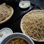 そば処 鴨亭 - 太い麺と細い麺