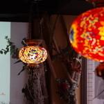 多国籍酒場SITA - トルコ伝統工芸品のトルコランプ。多種多様な光り方をし癒しの空間です。