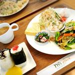 エムズプレイス - 野菜と豚バラの塩炒め       コロコロ大根サラダ他