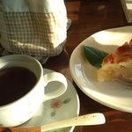 4837944 - アップルパイと紅茶