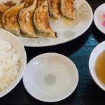 大勝ラーメン - 料理写真:ギョウザ定食:700円/2016年3月
