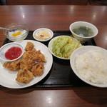 旭家 - カラアゲ+サラダ