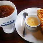 明楽時運 かどや - モーニングは、ドリンク代金で卵トーストとオレンジジャムヨーグルト
